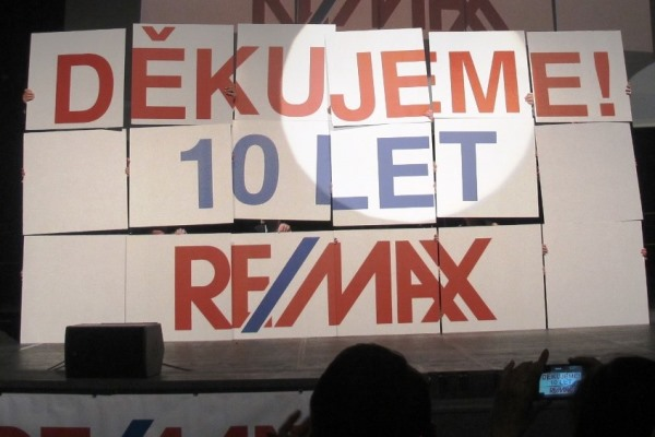 10 let REMAX
